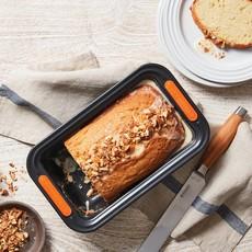 LE CREUSET Nonstick 23 Cm Loaf Tin