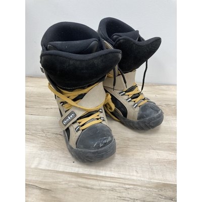 Osin Used Snowboard Boots Osin size 5.5 (Old Rental Stock)