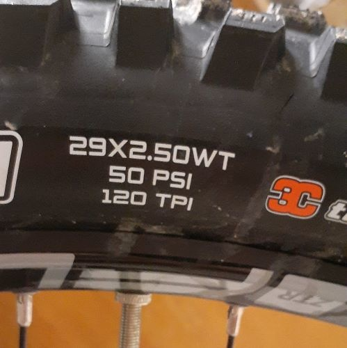 Tire width in white, Example shows a 29