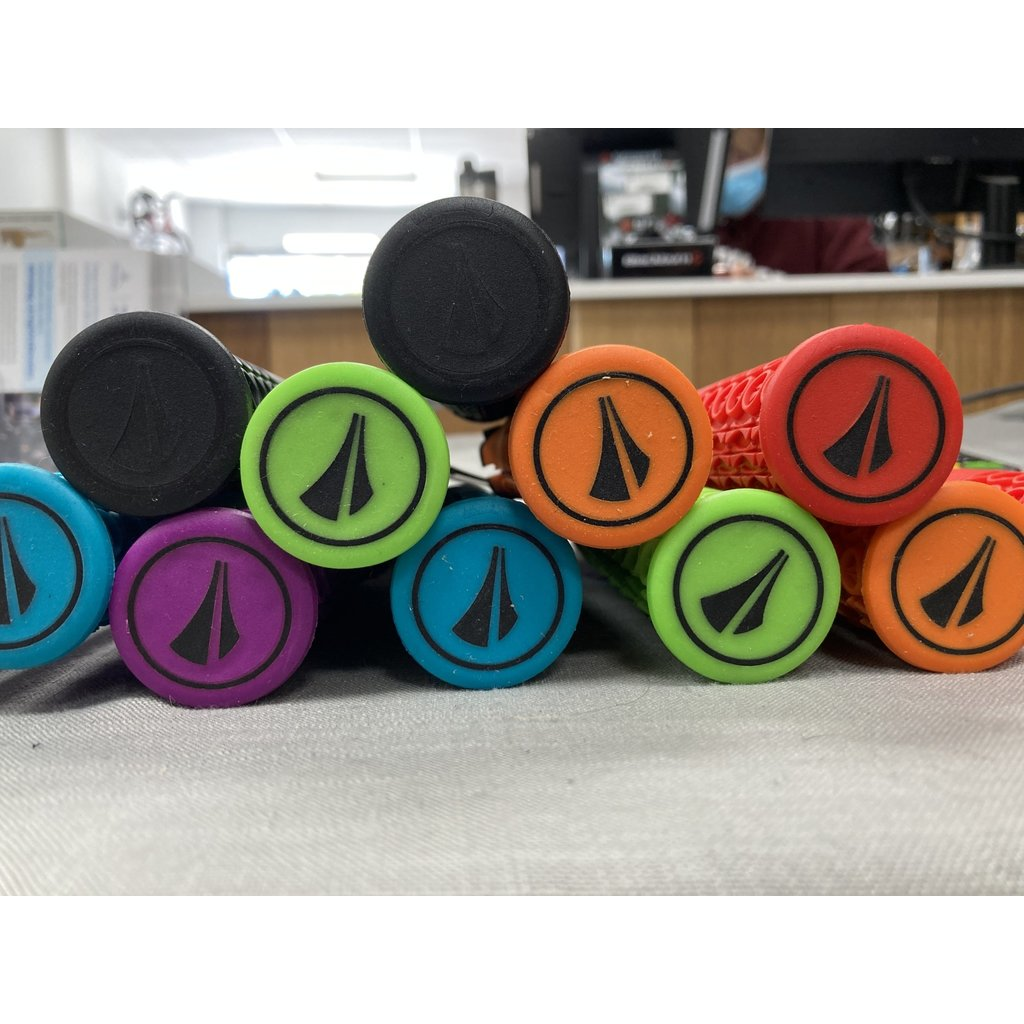SDG Components Thrice 33 Grips