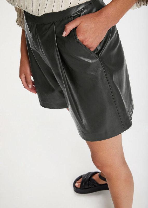 Soaked In Luxury Karlee Shorts, Black