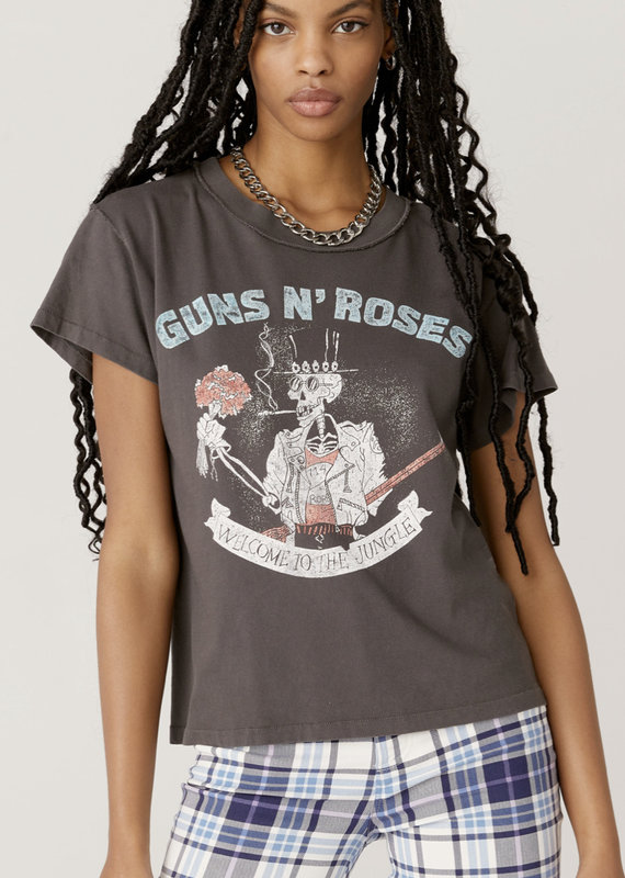 Day Dreamer Guns N' Roses Welcome To The Jungle Reverse Girlfriend Tee, Washed Black