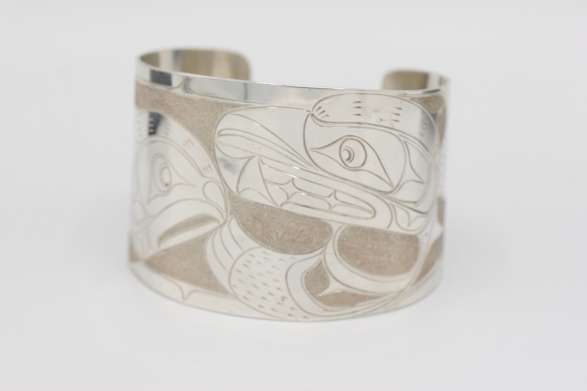 "Silver Blue Traders Inc. Bear & Salmon Bracelet 2"""