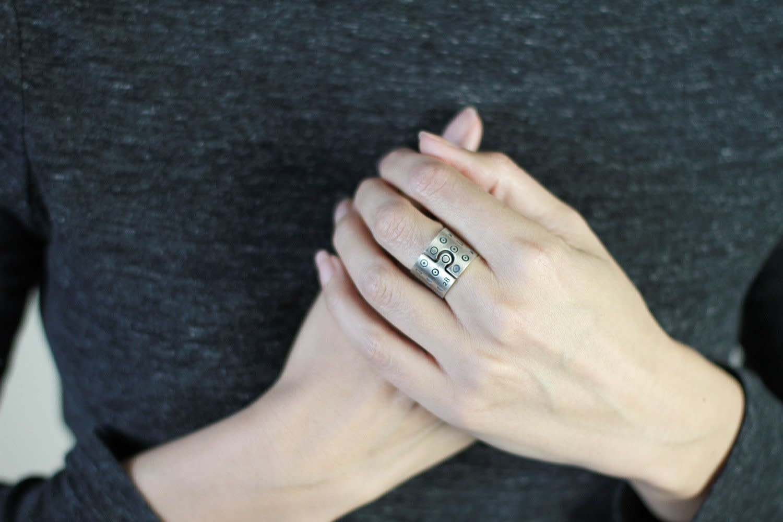 VEDRO Creative Ring - Her Calendar - Size 8