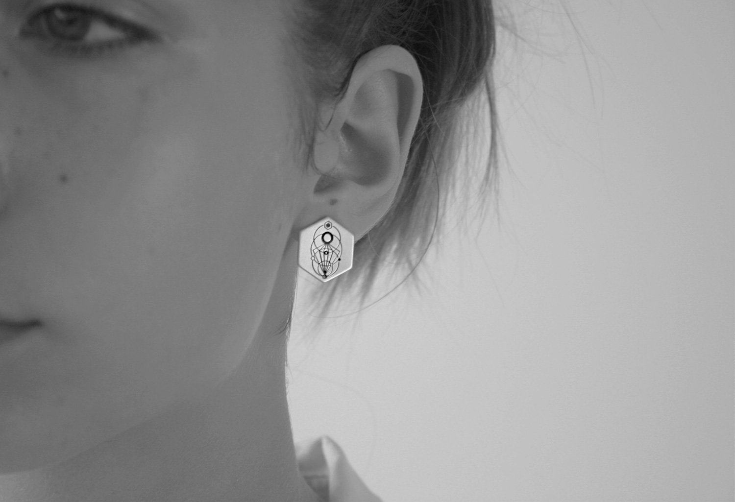 VEDRO Creative Earrings - Luna Hexa