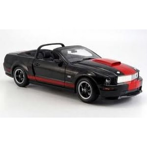 Shelby Collectables . SBC 1/18 SHELBY GT '08 BLACK/RED
