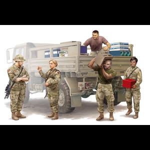 Trumpeter . TRM 1/35 Modern U.S. Soldiers – Logistics Supply Team