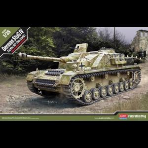 Academy Models . ACY 1/35 StuG IV Sd.Kfz.167 Early