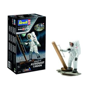 Revell of Germany . RVL 1/8 Apollo 11 Astronaut on the moon