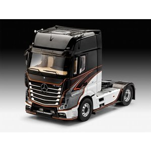Revell of Germany . RVL 1/24 Mercedes Benz Actros MP4