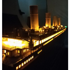 Trumpeter . TRM 1/200 RMS Titanic c/w LED and Photo Etch