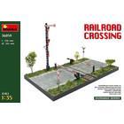 Miniart . MNA 1/35 Railroad Crossing