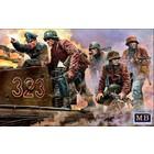 Masterbox Models . MTB 1/35 German Military Men 1944-1945 Das Maschinengewehr Ist Dort