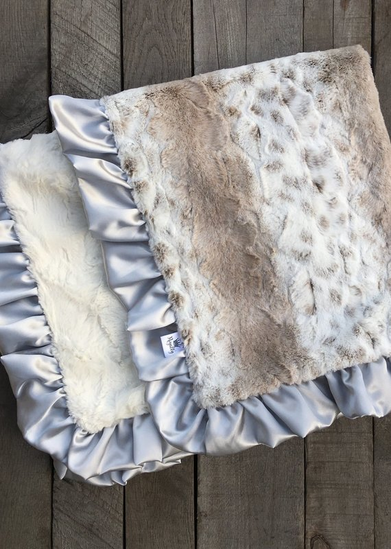 Rockin Royalty Silver Snow Cat Blanket