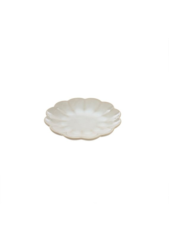 Amelia Scalloped Accent Plate in White