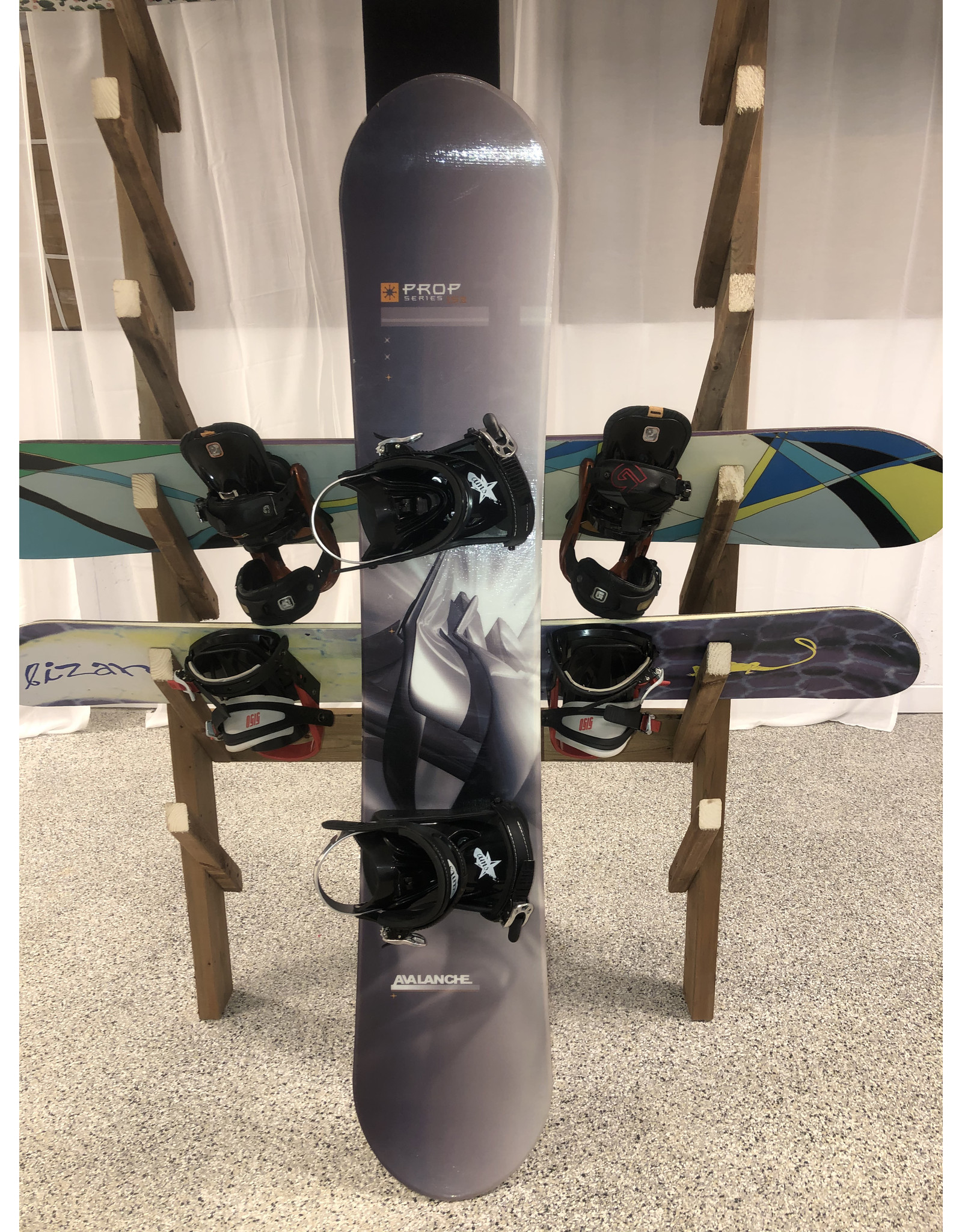 Various Avalanche Snowboard and binding 153cm