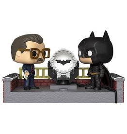 Funko Funko Pop! Heroes Movie Moment: Batman 80th - Batman and Commissioner Gordon with Light Up Bat Signal