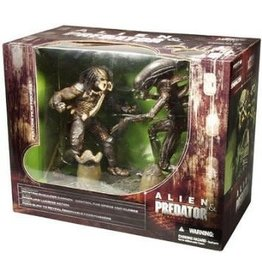 McFarlane Toys Movie Maniacs Deluxe Boxed Set Alien & Predator