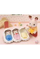 Calico Critters Calico Critters Triplets Care Set