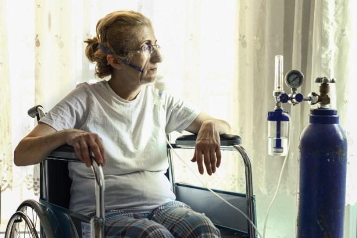 Women with Oxygen Regulator