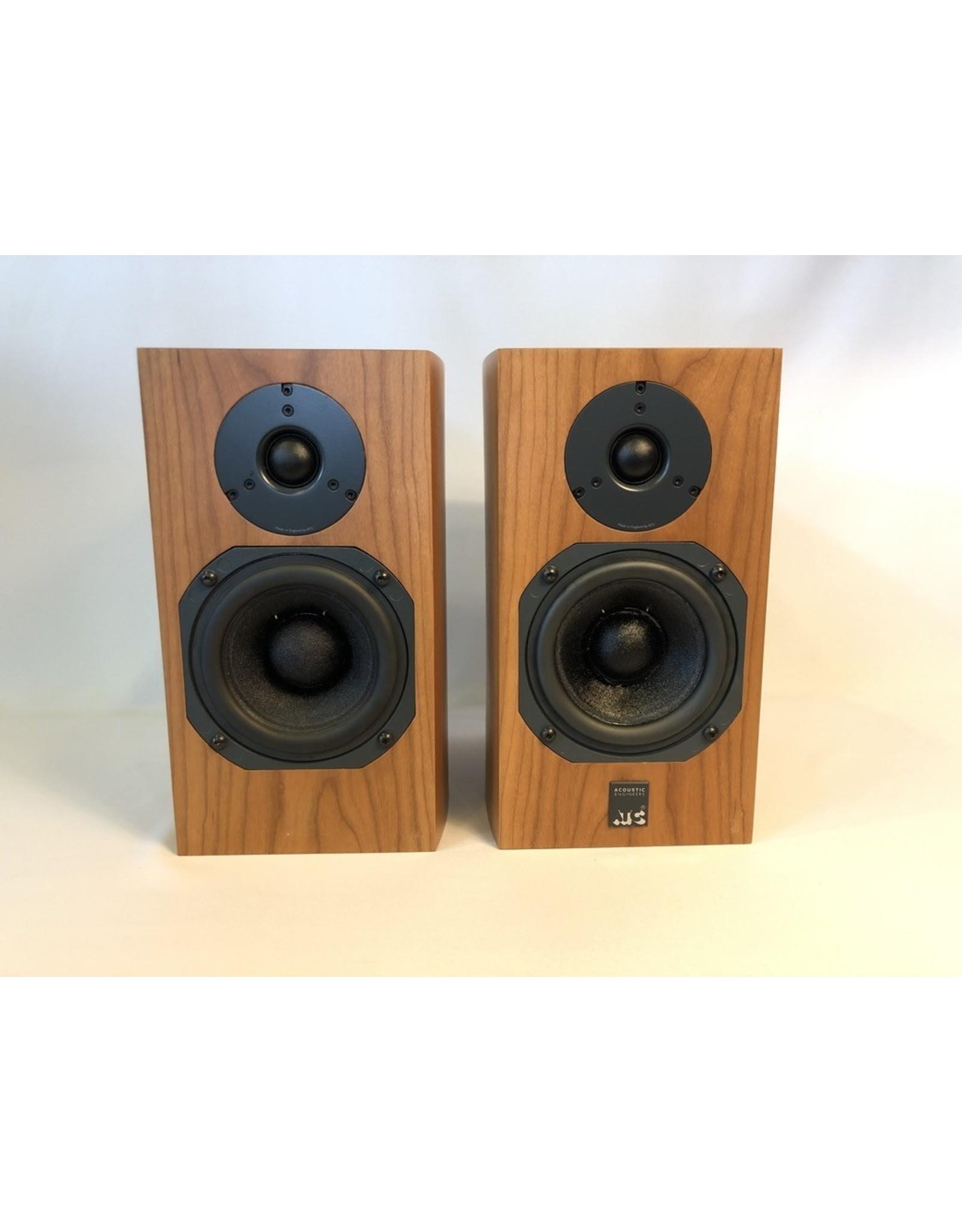ATC ATC SCM7 v3 Bookshelf Speakers USED