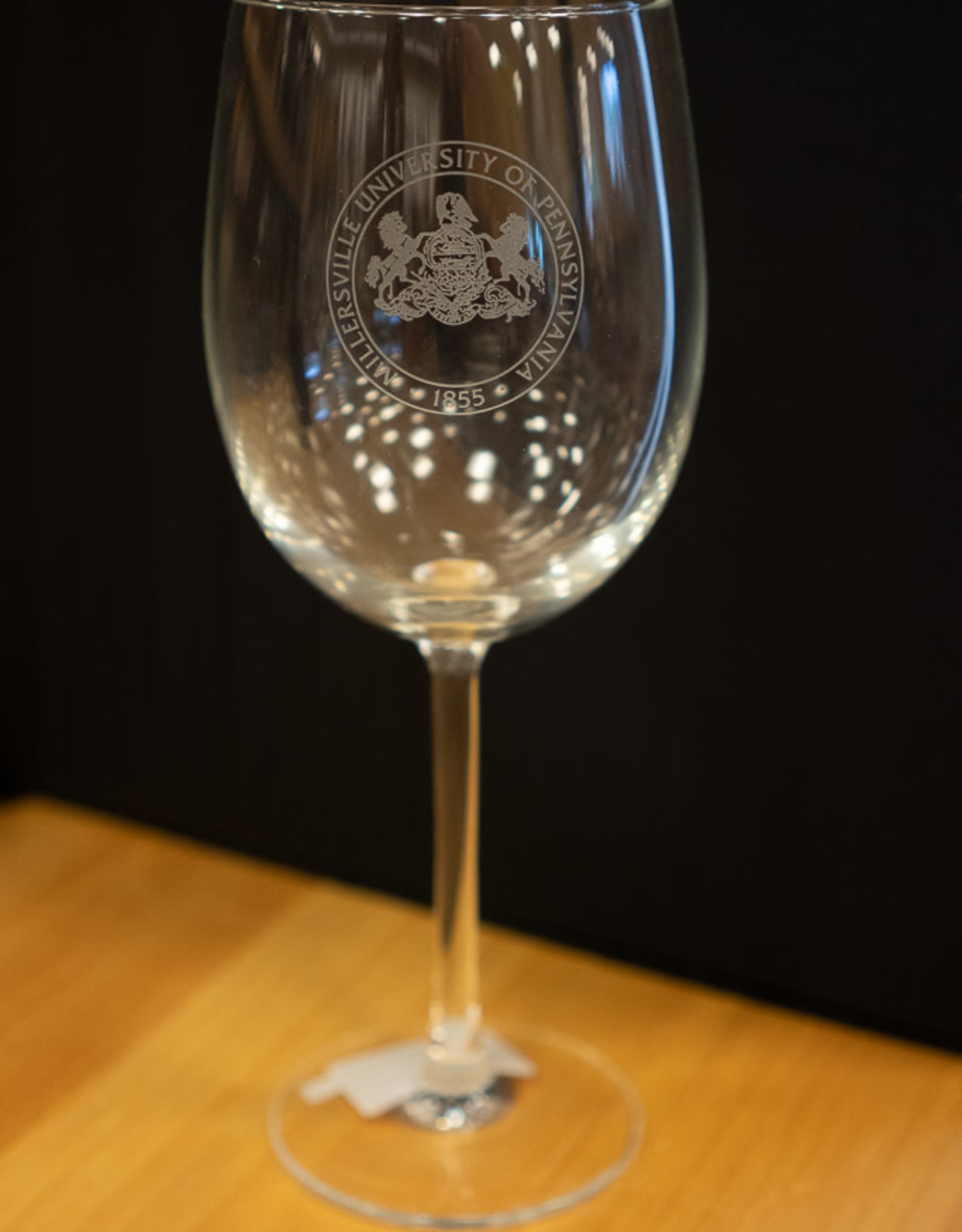 Mu Seal Wine Glass