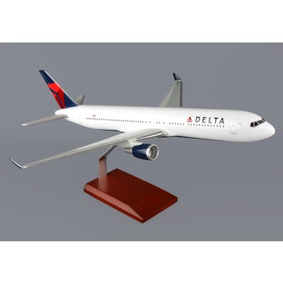 DELTA 767-300 Executive Series  NEW LIVERY