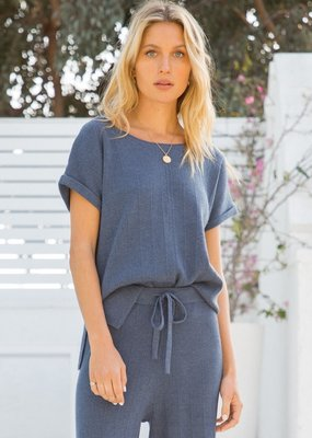 Hem & Thread Short Sleeve Pullover Top