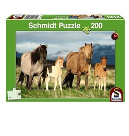 Family of Horses (200 pc)