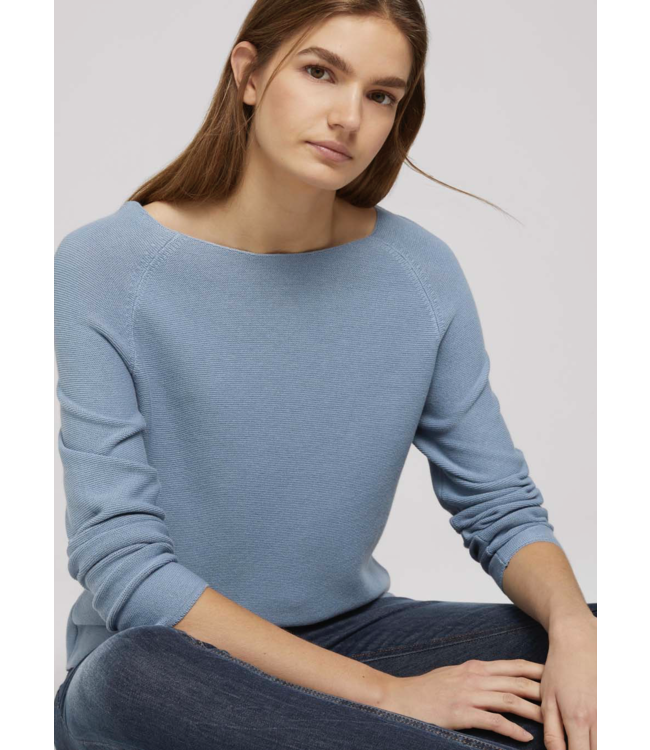 Sweater with raglan sleeves made with organic cotton