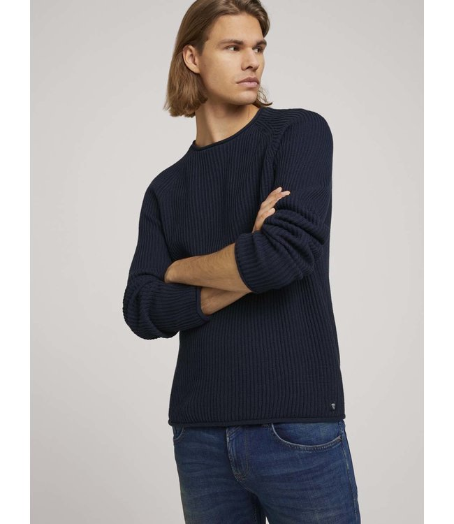 Rib structured crewneck made with organic cotton