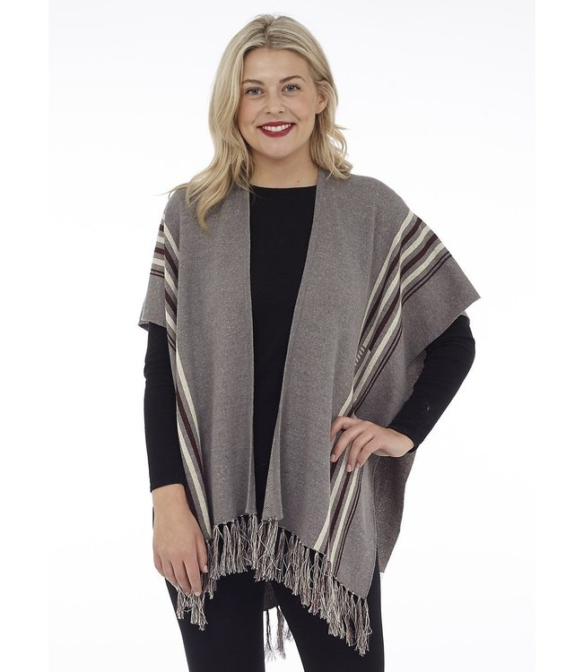 KNITTTED CAPE W/ FRINGD AND LEAF ON BACK