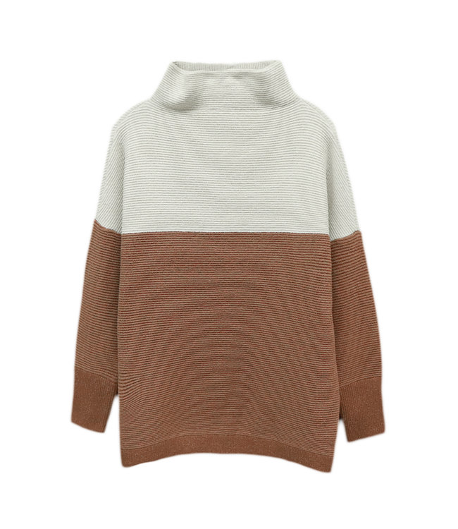 Ottomoan mock neck with colorblocking detail