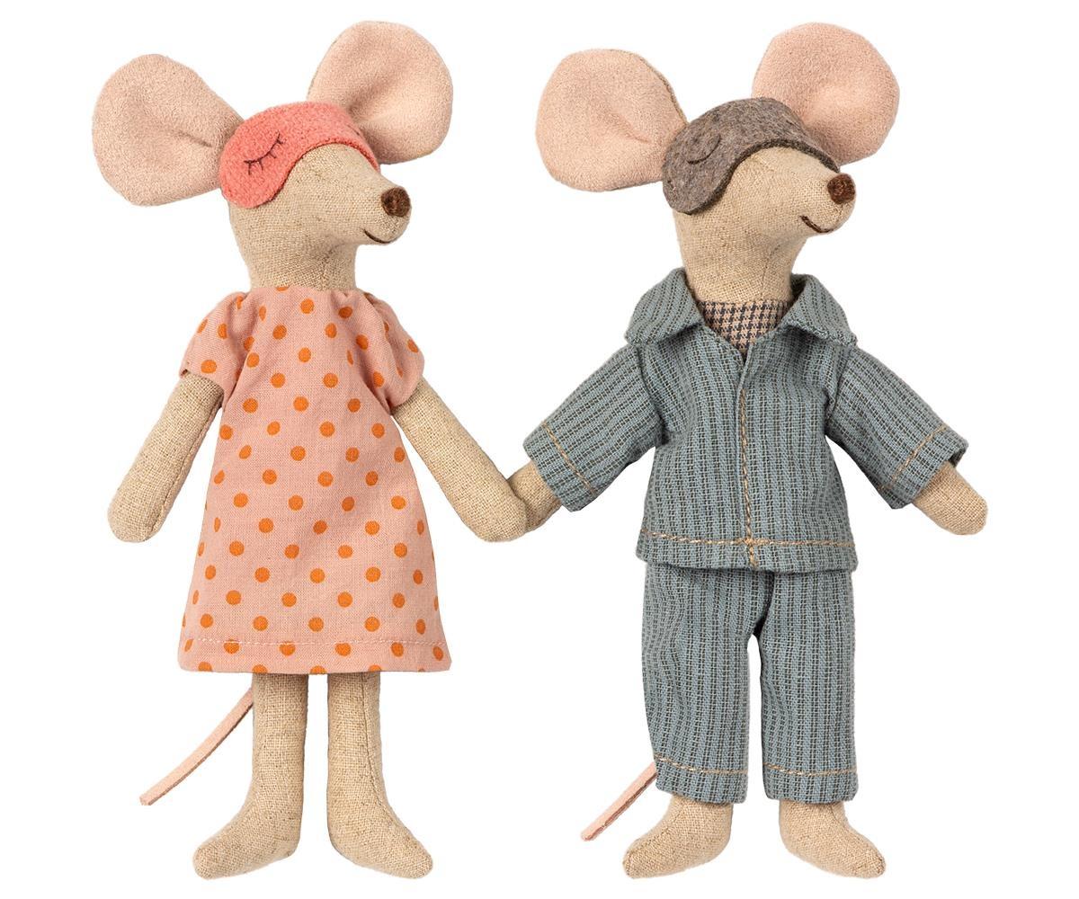 Mum & Dad Mice in Cigar Box-3