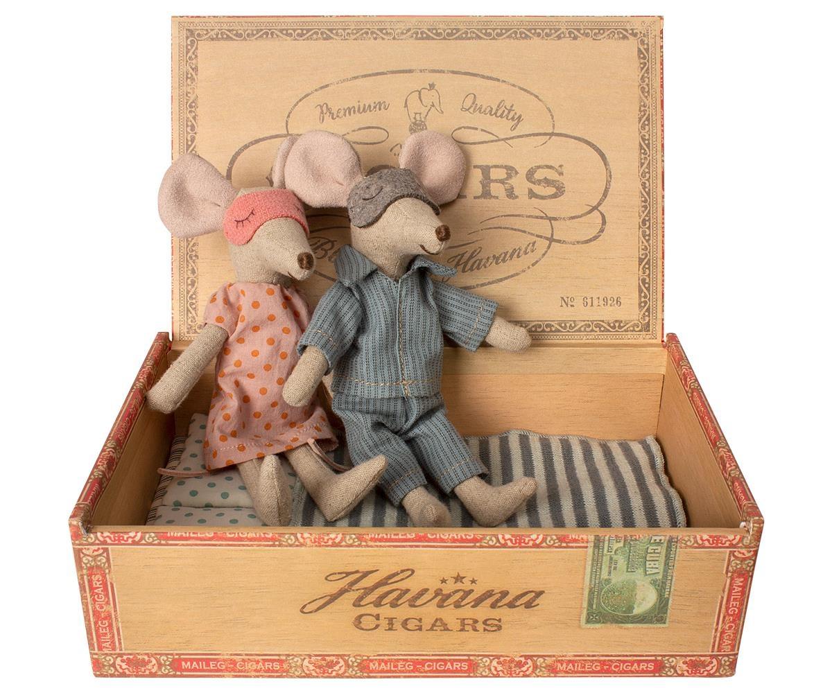 Mum & Dad Mice in Cigar Box-1