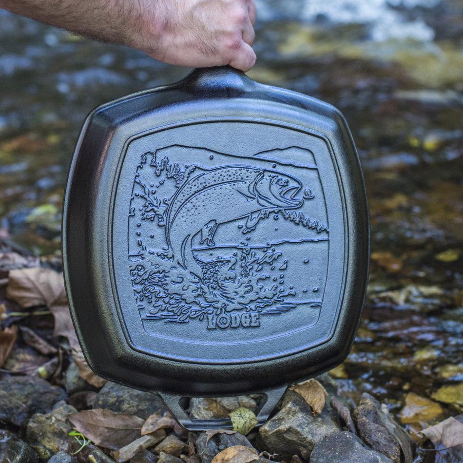 "Lodge Lodge Wildlife Fish Square Grill Pan, 10.5"""