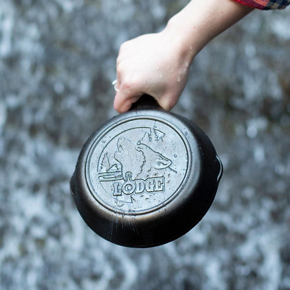 "Lodge Lodge Wildlife Wolf Skillet, 6.5"""