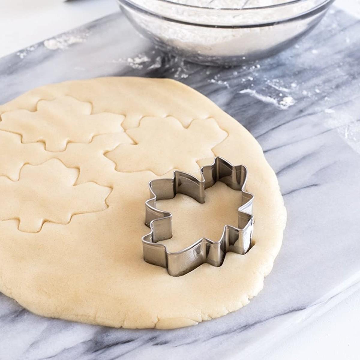 "Fox Run Cookie Cutter, Maple Leaf 3"""