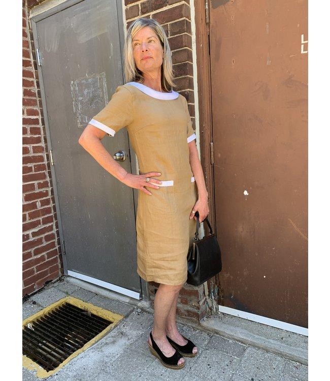 Pure Venice Camel Dress with Contrasting Collar **