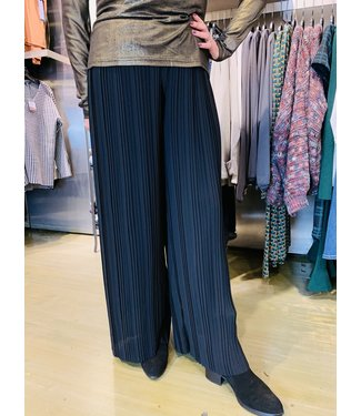 M Made in Italy Woven Pleated Pants