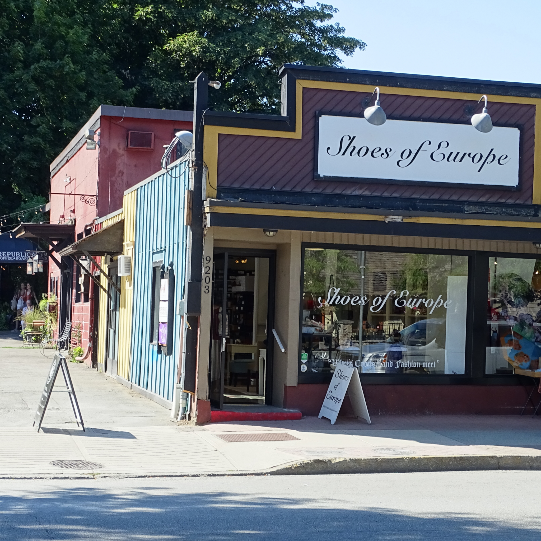 store front Fort Langley