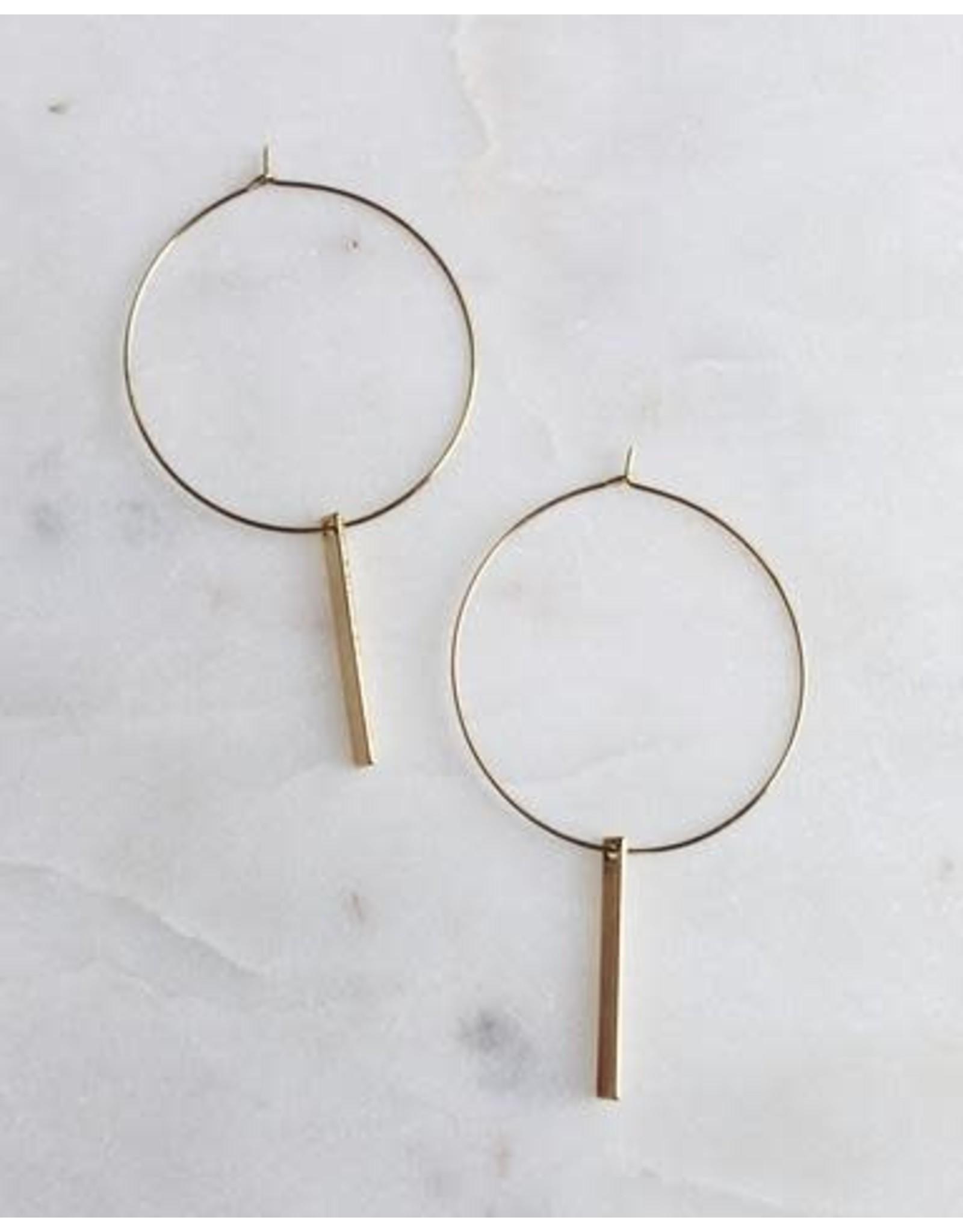 KINSEY DESIGNS HAZLEY WIRE HOOP WITH BAR EARRING