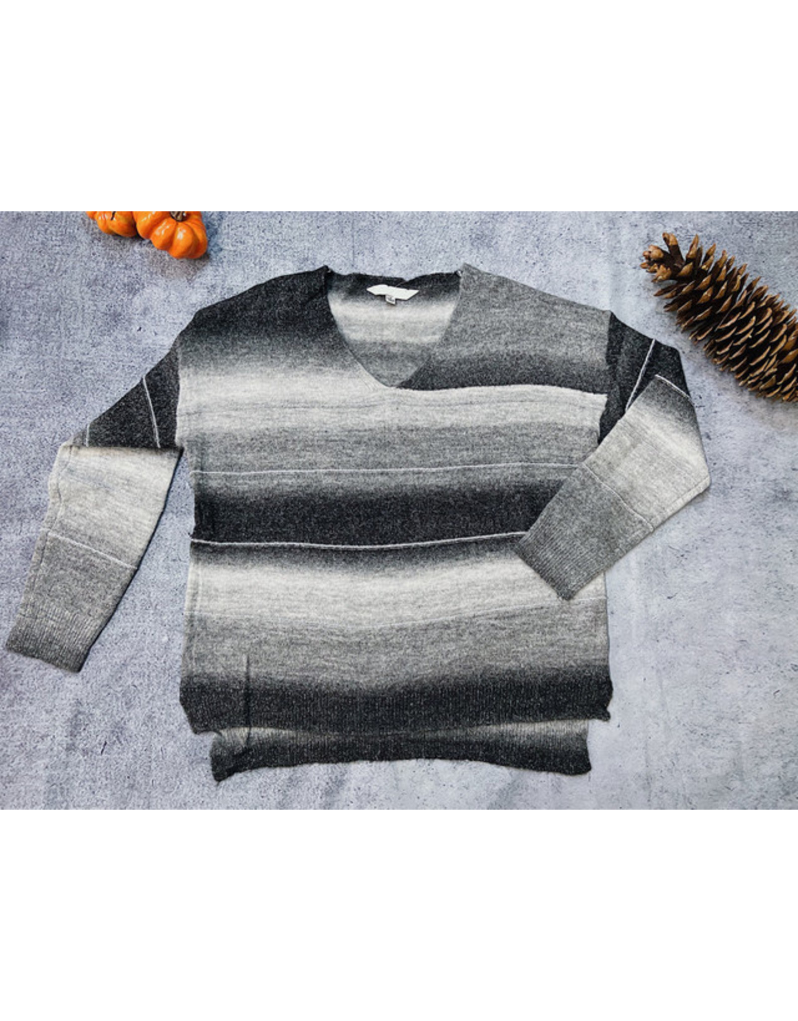DAVI & DANI WASEEM V NECK SWEATER