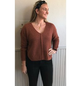 LUMIERE KAHONI V NECK OVERSIZED SWEATER