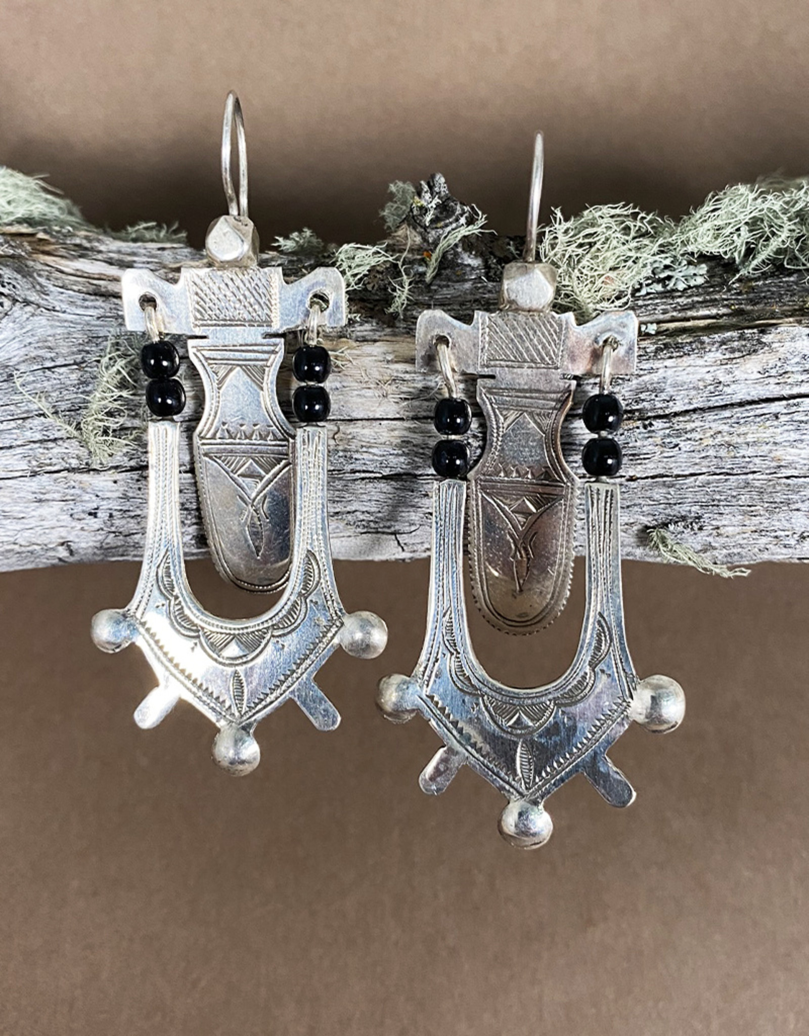 Timidwa Lemta Earrings Onyx