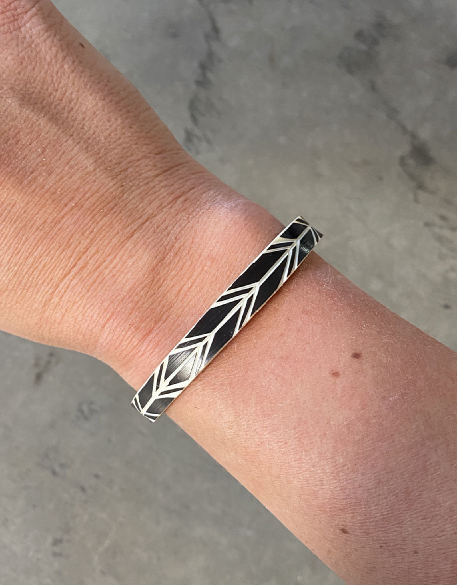 """Omba Himba Feather Bracelet Black 0.25"""""""