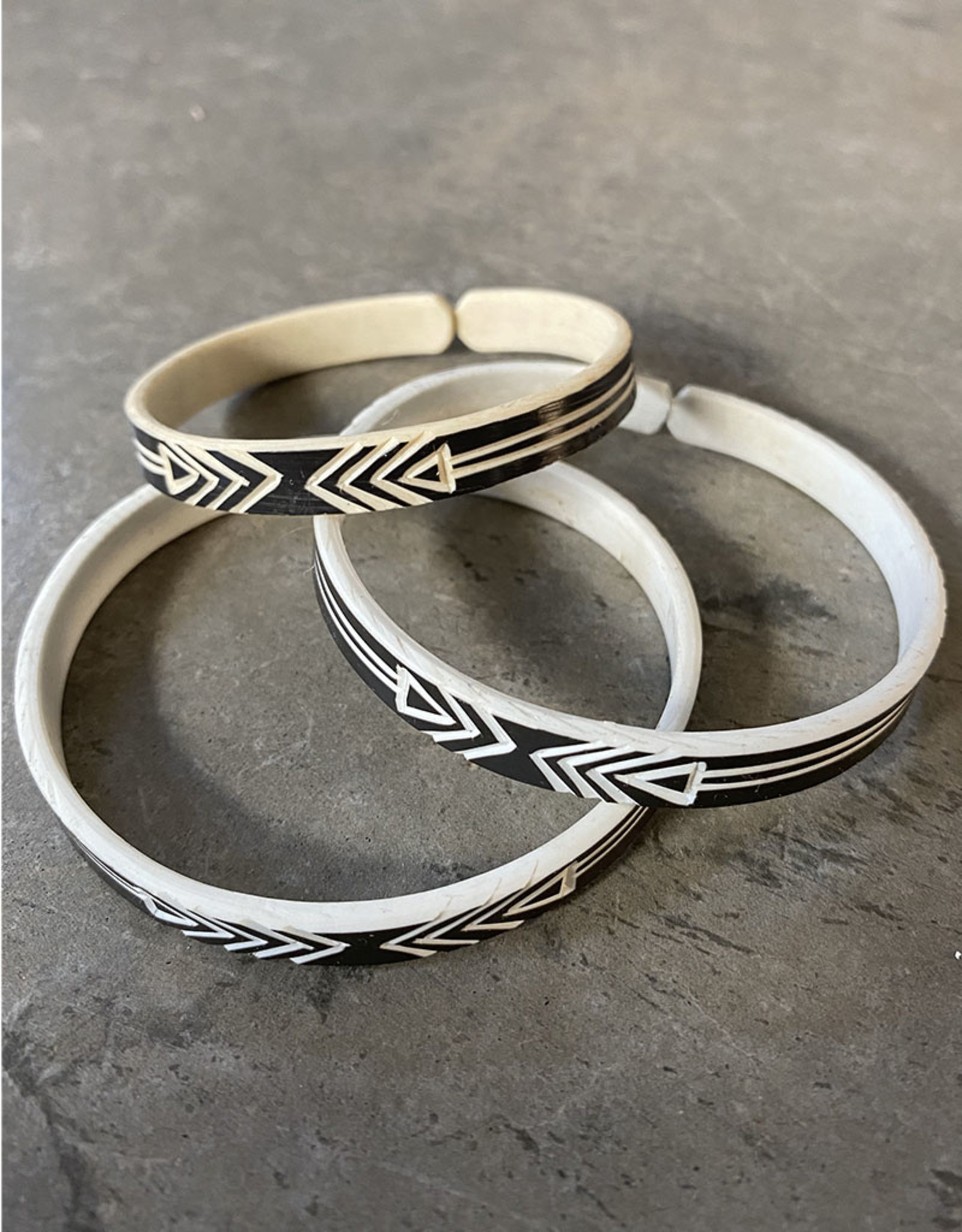 """Omba Himba Geometric Bracelet Black 0.25"""""""