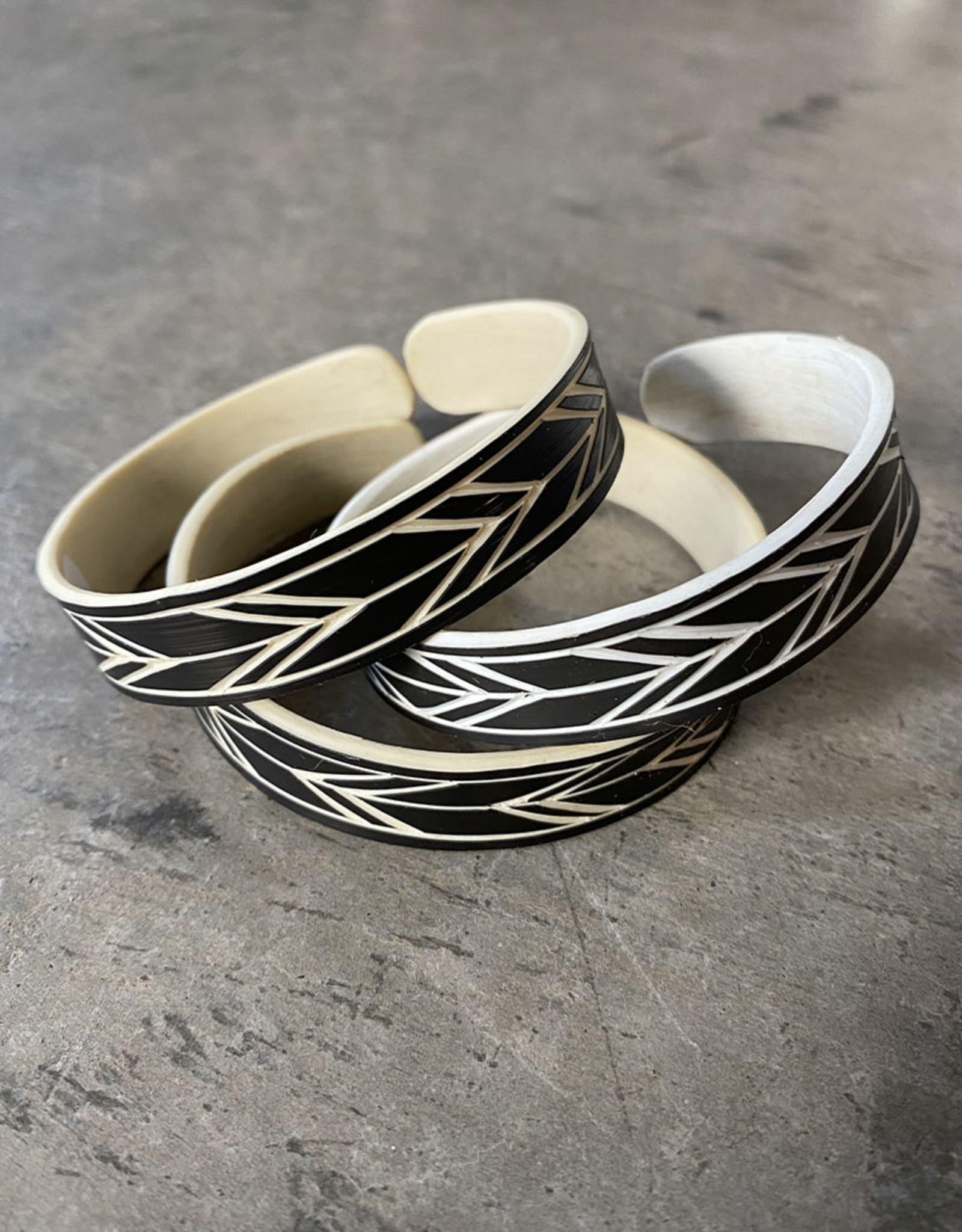 """Omba Himba Feather Bracelet Black 0.5"""""""