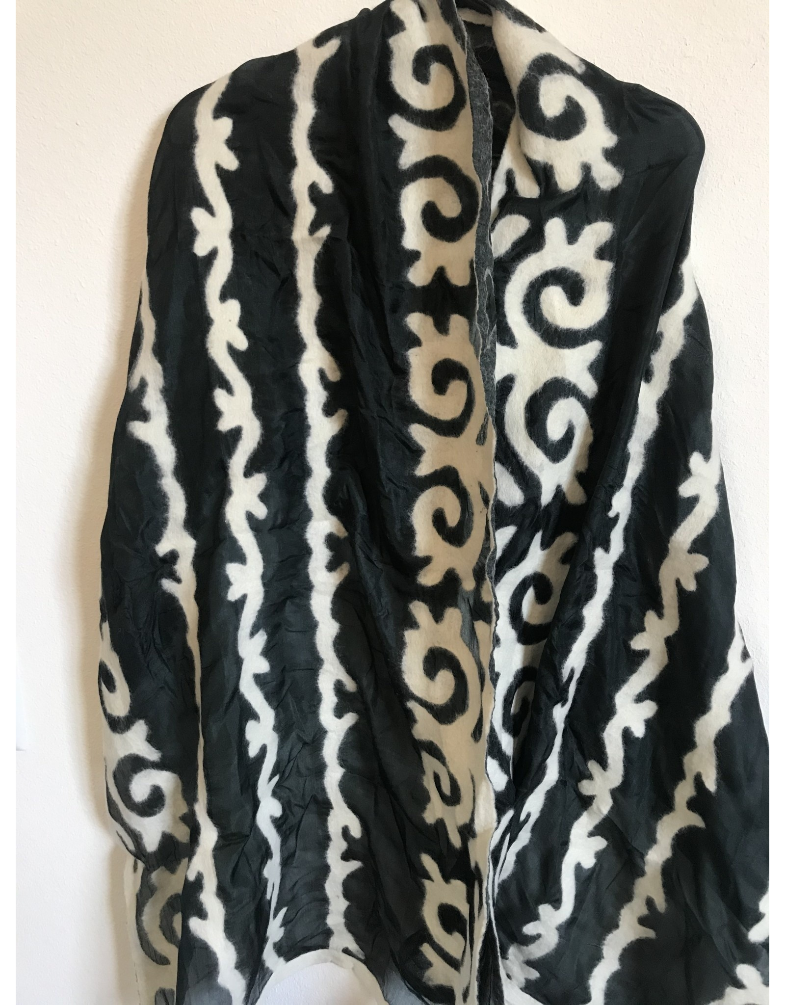 Bugu Scarf Black White