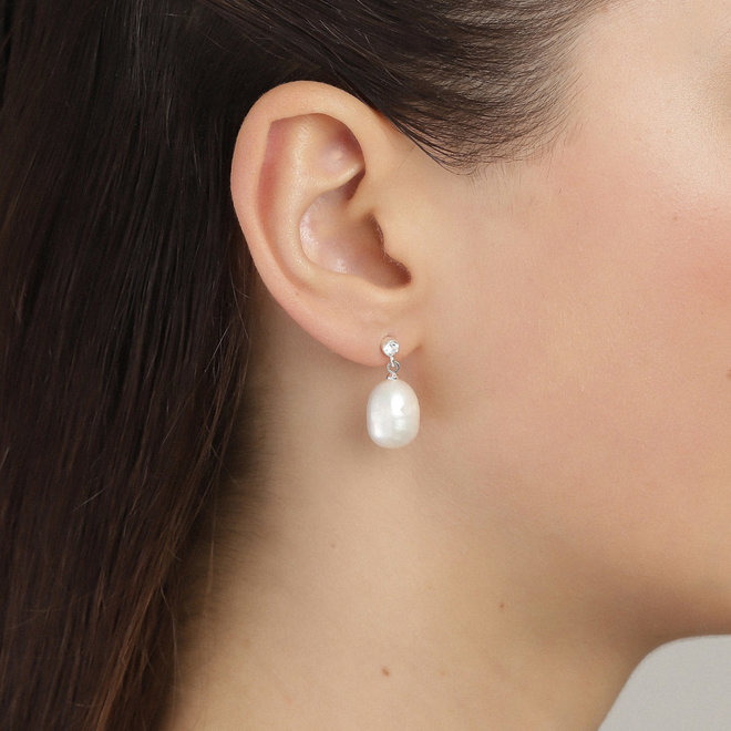 Urd Pearl Earrings